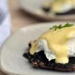 eggs benedict with portobello mushroom