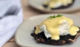 eggs benedict with portobello mushroom